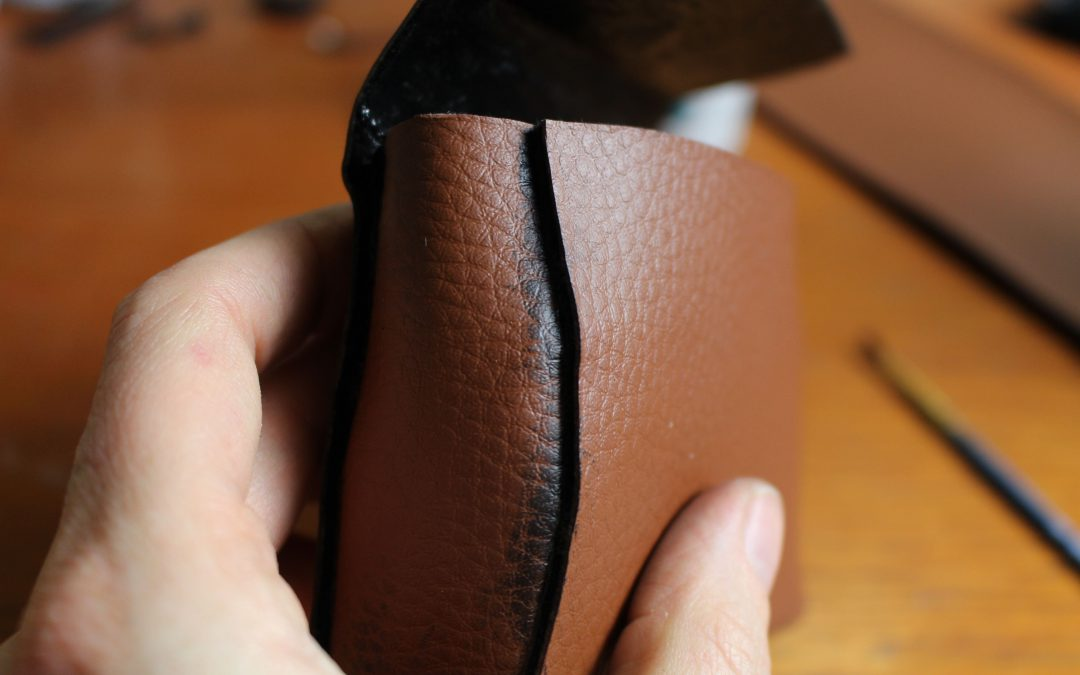 Einfache Ledertaschen aus Kobra Cast und Kunstleder