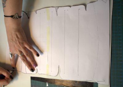 Aufzeichnen Wandhalterung Vorlage auf Moosgummi