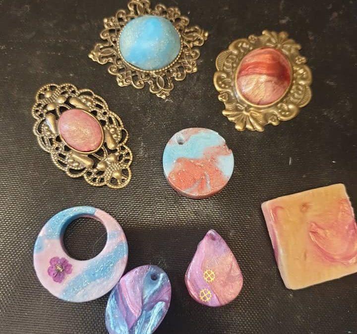 Coole Accessoires mit Worbla's Deco und Crystal Art